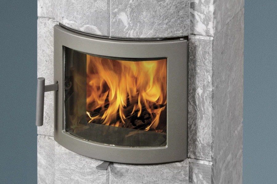 We can also supply Merethe models with a smaller door – a design feature that makes these stoves particularly effi cient. These models do not have side windows but are available with a choice of a black or grey door.