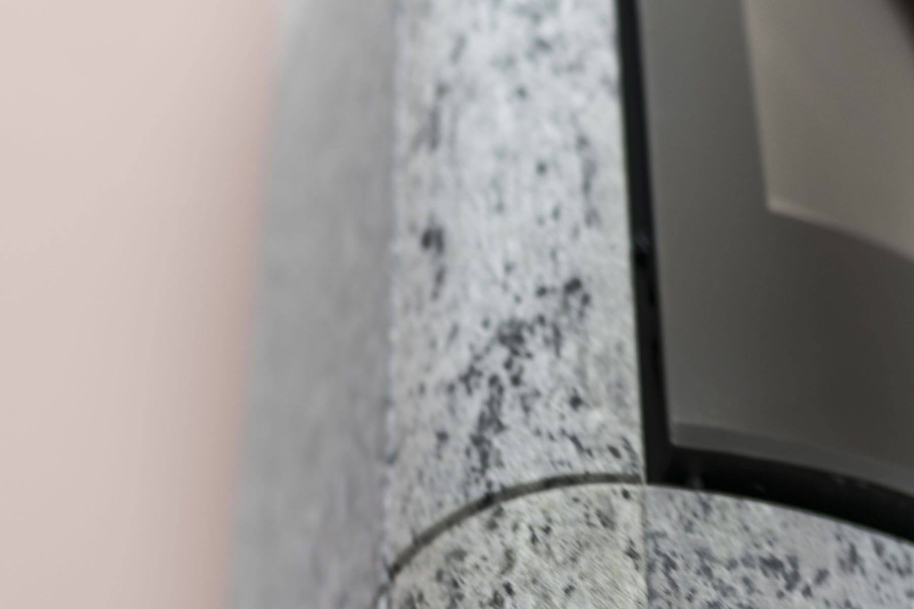 Vårt moderne produksjonsapparat muliggjør at vi lager ovner med kompliserte former på steinene som allikevel sitter sømløst sammen.